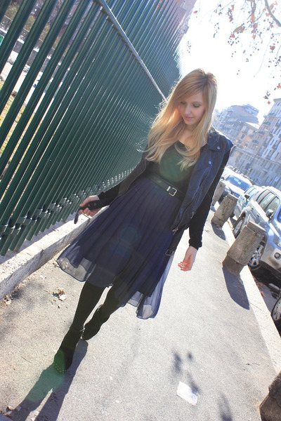 navy H&M skirt - black Mango boots - black Zara belt - black H&M vest