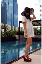 white JC dress - black H&M hat - crimson Jeffrey Campbell sandals
