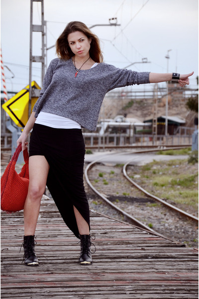 black Choies boots - gray nowIStyle sweater - red Bottega Veneta bag