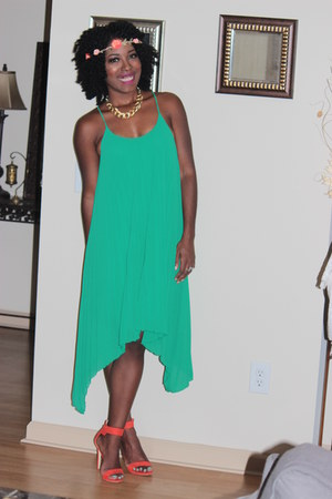 pleated H&M dress