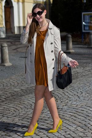 yellow asos pumps - brown H&M dress - le pliage longchamp bag