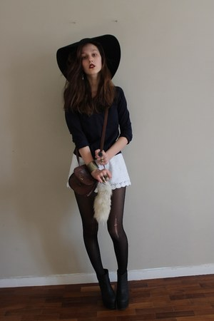 black 70s felt floppy asos hat - navy sweater - white crochet H&amp;M shorts