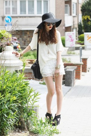 ruffle-lace Oasapcom shorts