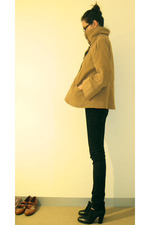 Zara coat - Lee jeans - Wittner shoes