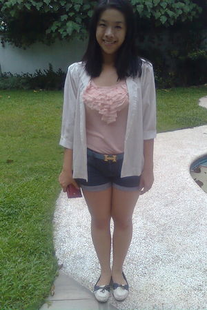 pink Greenhills top - white Suelas shoes - blue Topshop shorts - white thrifted