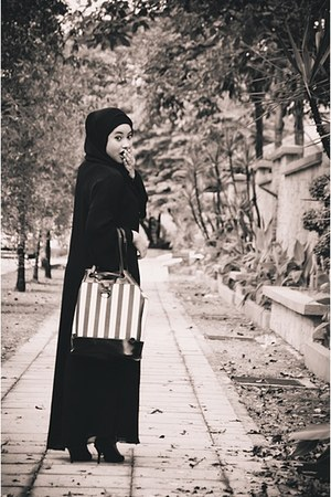 black jubah dress - black scarf - black bag - black Vincci heels