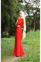 red Surisara dress - gold Meem Clothing scarf