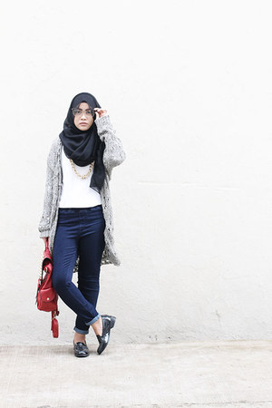 heather gray cotton on cardigan - red bag - black loafers - gold necklace