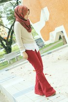 brick red Forever 21 jeans - white shirt - beige jumper