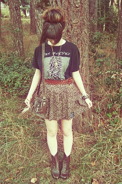 black Urban Outfitters shirt - dark brown Forever 21 bag
