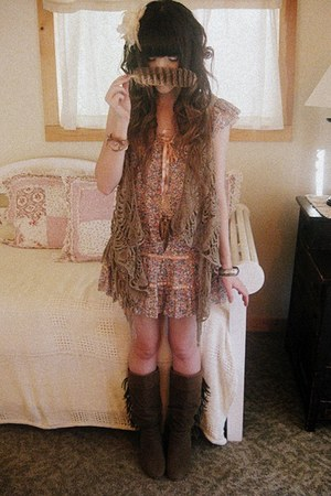 brown Forever 21 boots - salmon Rose Bullet dress - tan Forever 21 sweater