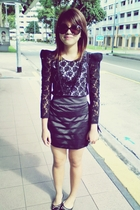 black Metro - black skirt - black mondo shoes