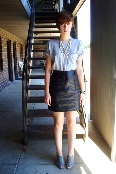 black leather vintage skirt - gray booties Bakers boots