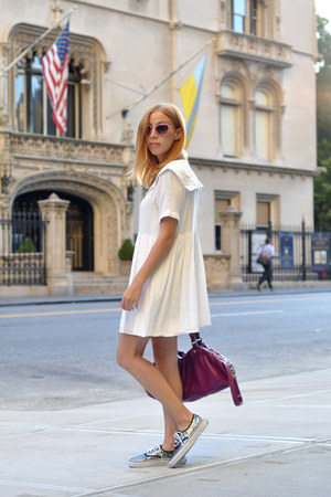 white sailor THE WHITEPEPPER dress - magenta Marc by Marc Jacobs bag
