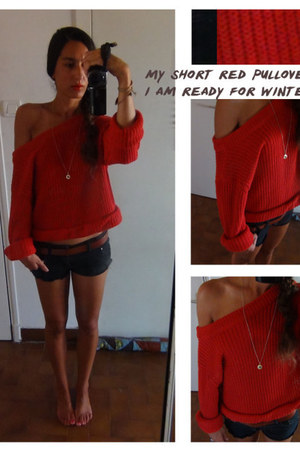 red wool polyster monoprix sweater - black jean rip curl shorts
