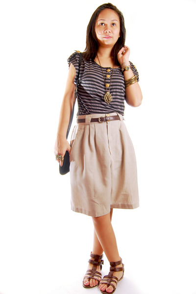 gray random brand bazaar find top - beige Fickle shorts - dark brown random bran