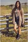 Steve-madden-boots-h-m-cardigan-pull-bear-t-shirt