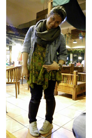 dark khaki nike sneakers - olive green Batik blouse