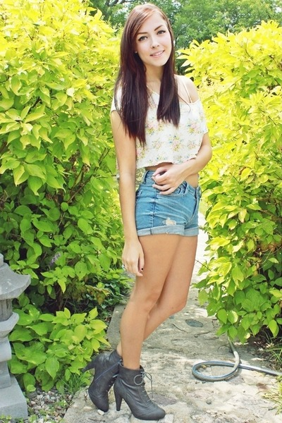 cream Forever 21 top - heather gray Forever 21 shoes - blue Forever 21 shorts