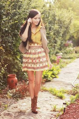 tan Flattery skirt - brown romwe boots - tan LuLus blazer - mustard romwe blouse