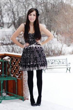 black windsor dress