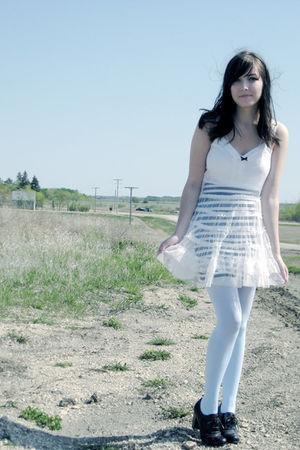 blue wwwwelovecolorscom tights - black Aldo shoes - white miss patina dress - bl