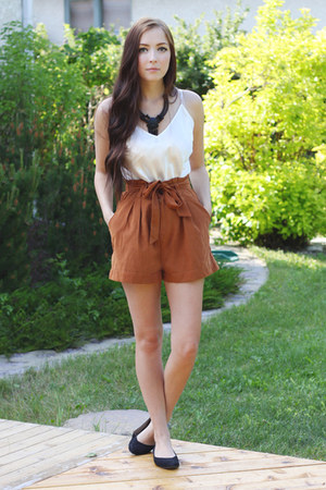 black romwe necklace - burnt orange romwe shorts