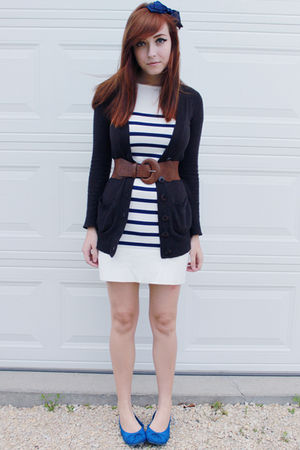 brown Urban Outfitters belt - blue le chateau shoes - blue Dynamite dress