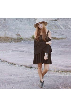 black Daniel Wellington watch - black asos dress - beige Anthropologie hat