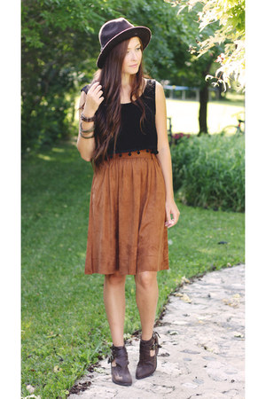 black LuLus top - light brown Jeffrey Campbell boots