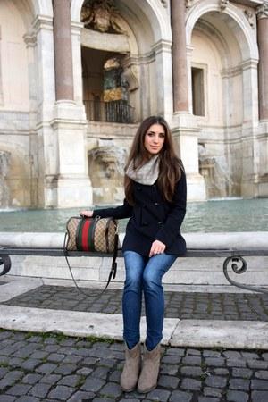 beige Gucci scarf - navy Camaïeu coat - camel Gucci bag