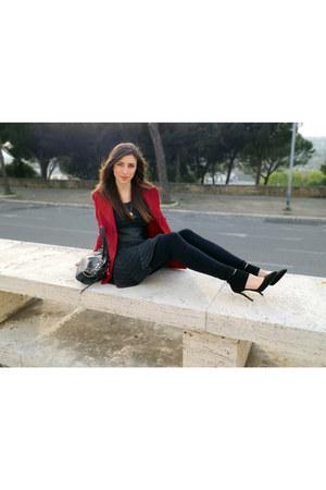 black H&M leggings - ruby red Forever 21 coat - dark gray Guess bag