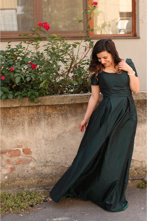 dark green dressestylistcom dress - white accessories