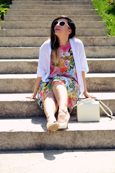 hot pink Fashion Union dress - white cardigan - gold oNecklace necklace