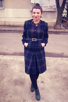 forest green boots - black tights - brown accessories - navy belt