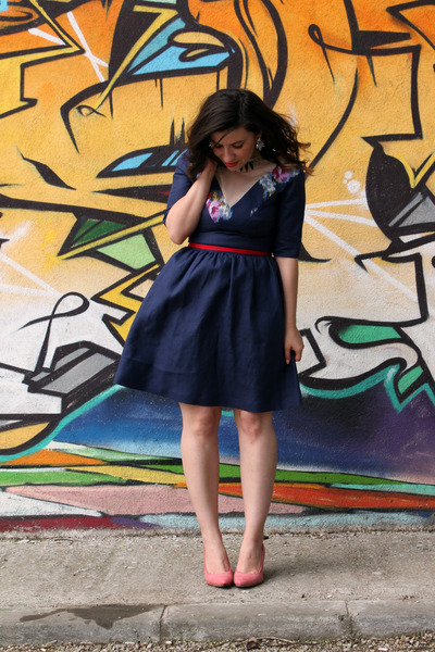 Kierly pleated skirt navy jacket navy clutch navy suede pump jpg related image