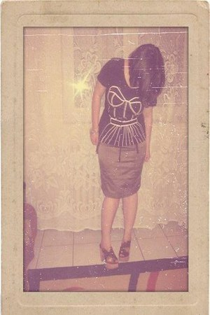 black t-shirt - dark khaki skirt - black belt - brown Blowfish Shoes clogs - Acc