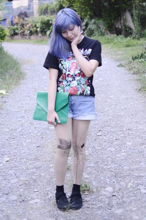 black shirt - green clutch bag