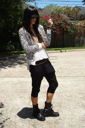 Ross jacket - UO top - asos pants - Ebay boots - Target belt