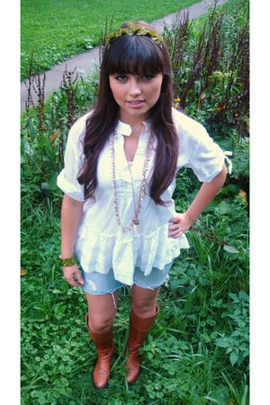 white sooki des LA shirt - blue Charlotte Russe shorts - brown Steve Madden boot