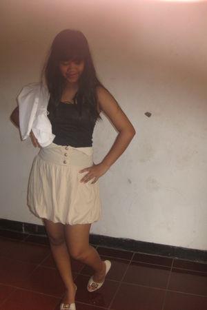 beige skirt - beige shoes - black top - white blazer