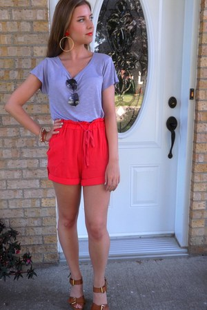 gold Aldo earrings - coral high-waisted Simons shorts