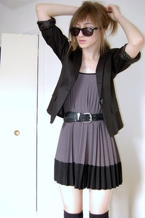 black f21 blazer - black - gray mini dress - vintage levis belt