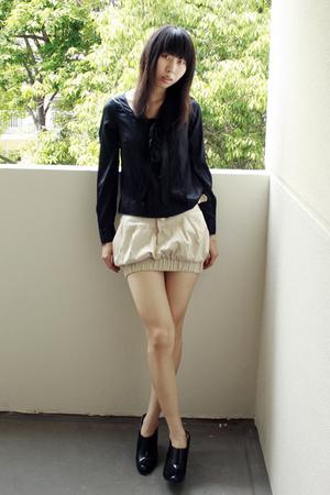 black blouse - beige skirt - black boots