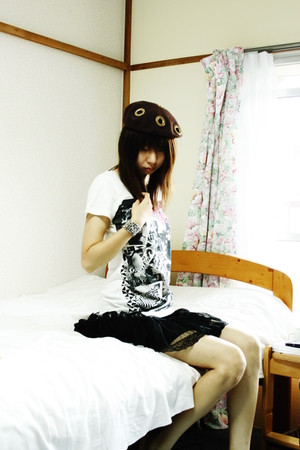 t-shirt - skirt - hat - vintage accessories