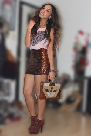 tawny asos skirt - light pink River Island top - brick red deezee heels