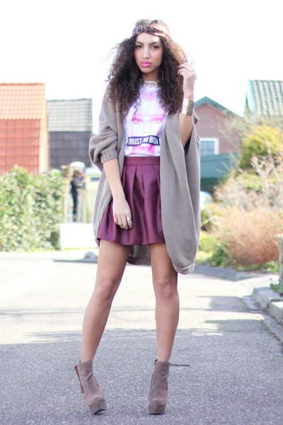 dark brown heels asos boots - white Chivas t-shirt - maroon skater Primark skirt