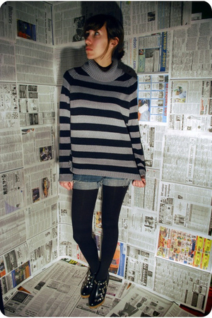 gray vintage sweater - black tights - black Qupid shoes