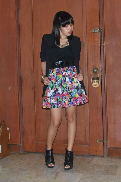 blazer - shirt - Floral skirt belt - Urbanogcom boots - forever 21 accessories