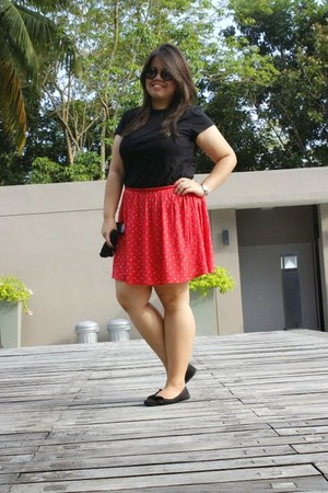 red Debenhams skirt - black t-shirt